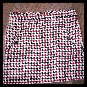 Junior's Houndstooth Mini Skirt